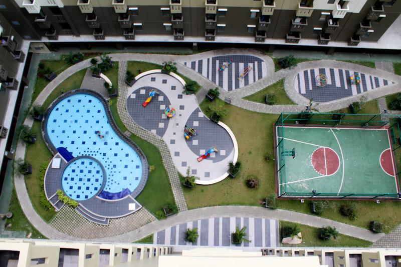View Kolam Renang, Playground, Basketball Court